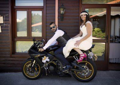 Novios en moto deportiva R6
