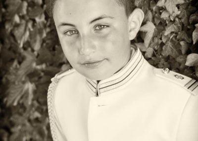 Niño de comunión en blanco y negro