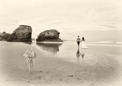 Pareja en la playa, postboda