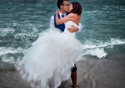 Beso en la playa, postboda