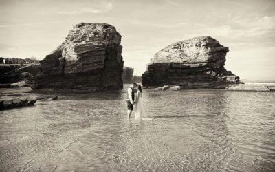 Fotógrafo Bodas Galicia, postboda con Dron en Playa de las Catedrales