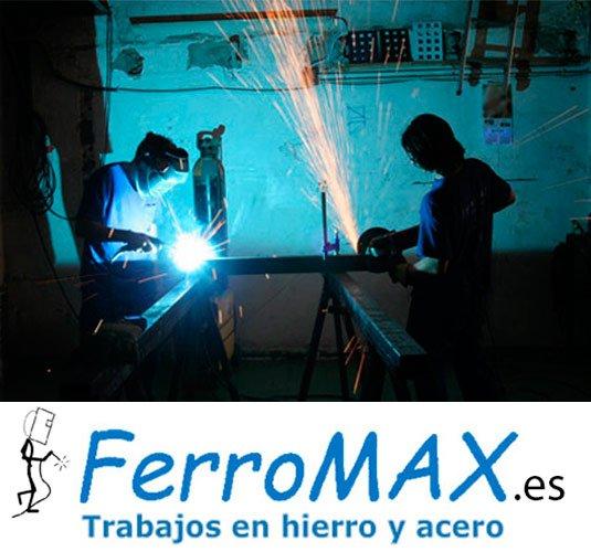 Operarios de Ferromax en su taller de Barcelona