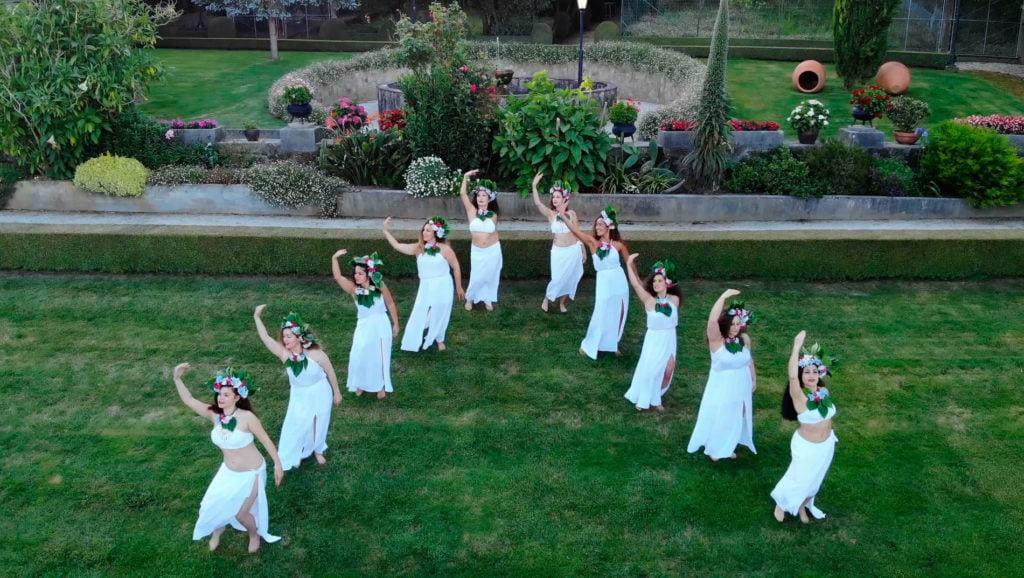 Ia Ora Tahiti dancing women